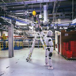 سوپر مارکت آنلاینِ اوکادو ربات